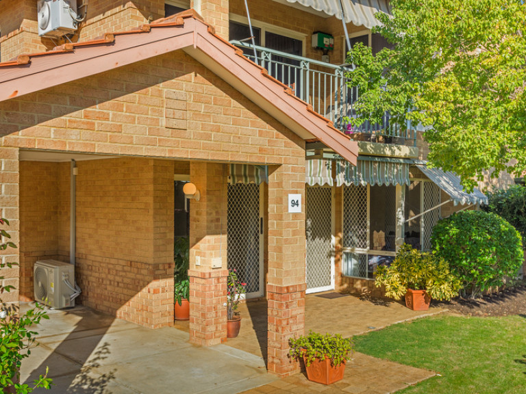 """Fresh to market is this real """"WOW"""" factor home boasting a host of wonderful features and ready for you to move in now - It's a MUST SEE!!"""