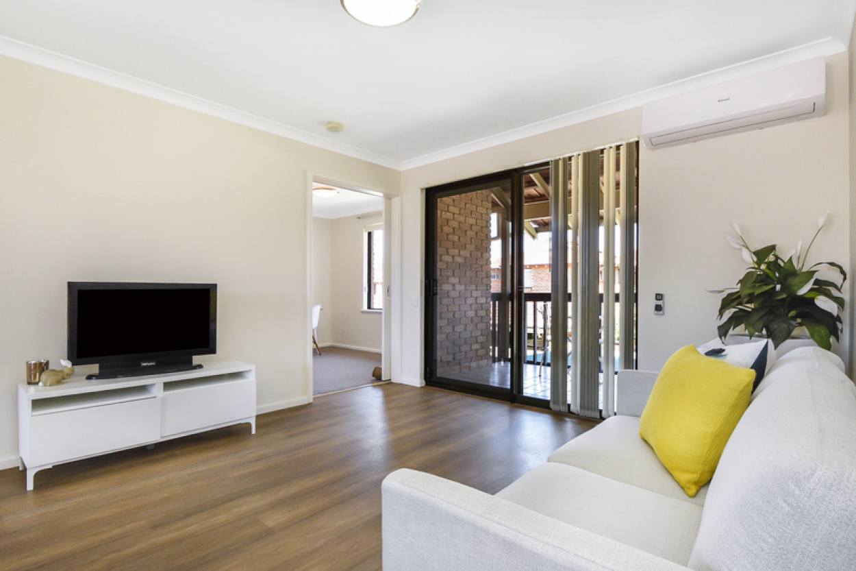 Fully renovated, light and bright villa. Move in with nothing to do!