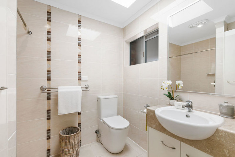 Delightful serviced apartment offering a low maintenance, easy care lifestyle