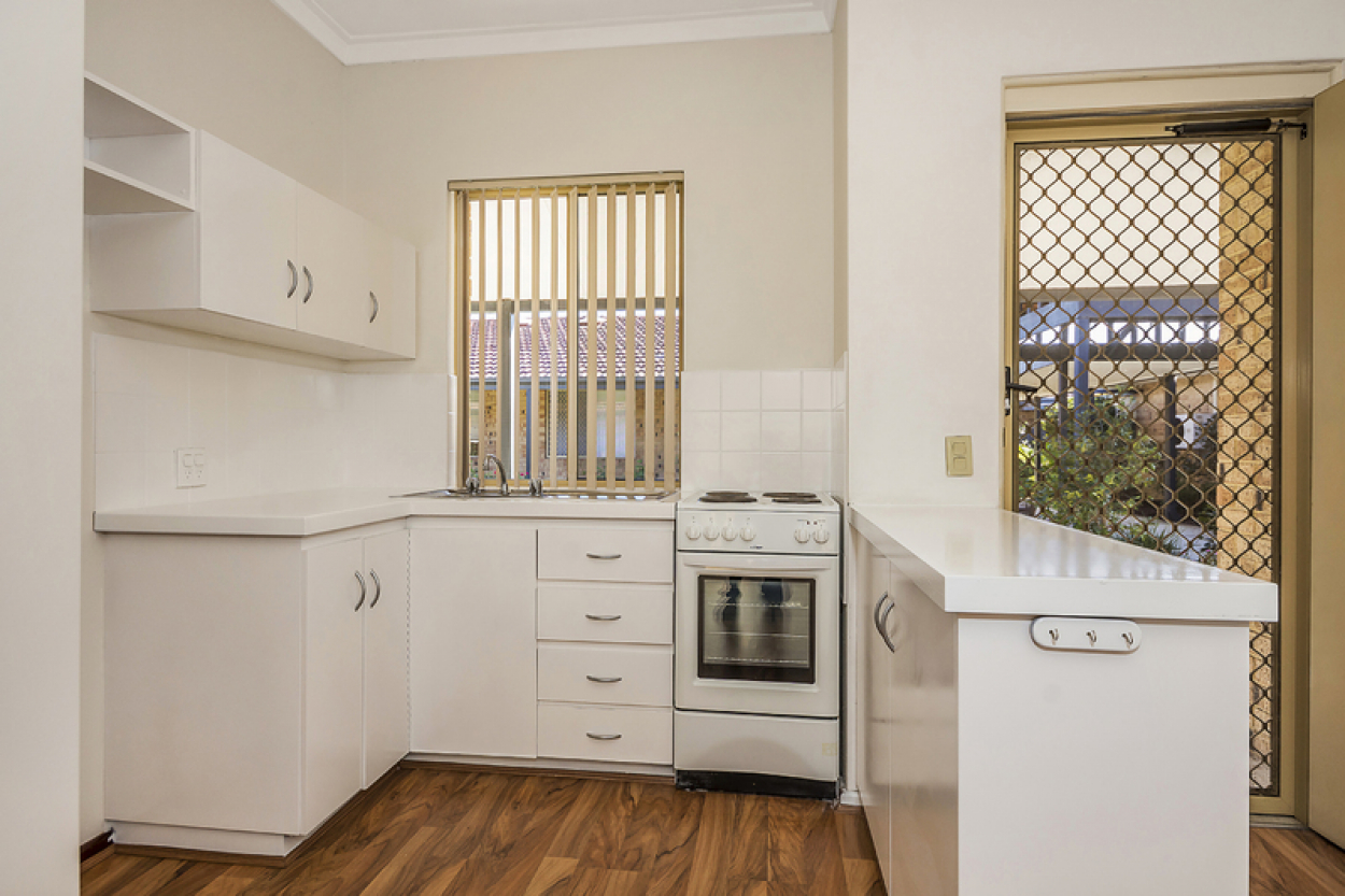 44 Lakeside Gardens - Very appealing home, ready to move into now!