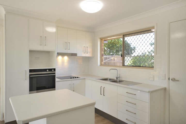 Fully refurbished 2 bedroom villa with large main bedroom
