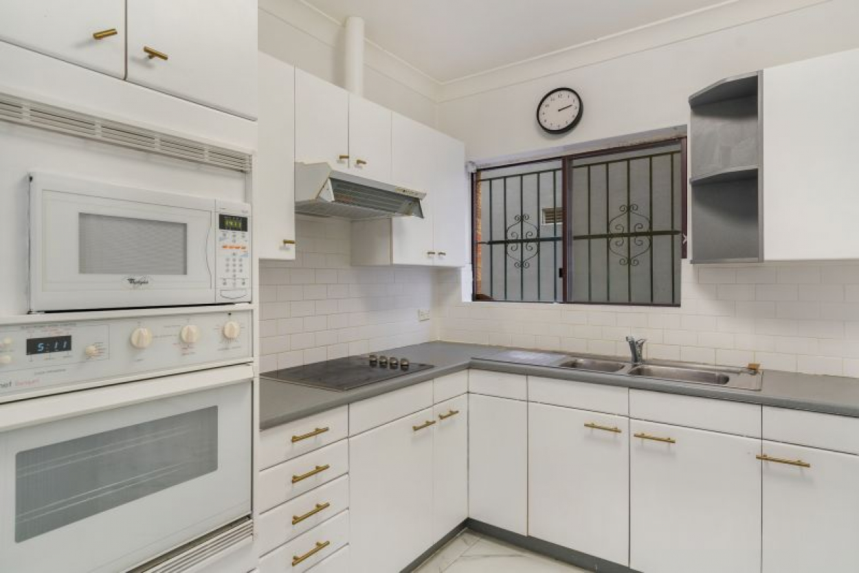ONE MONTH FREE RENT - Pet Friendly Two Bedroom House In Ideal Location + Lock Up Garage!