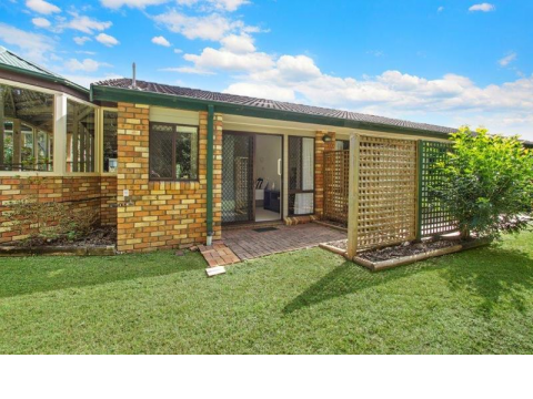 Light and bright apartment with lovely garden and natural bushland views