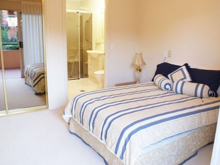 If you love looking over our beautiful gardens this 1st floor apartment is for you