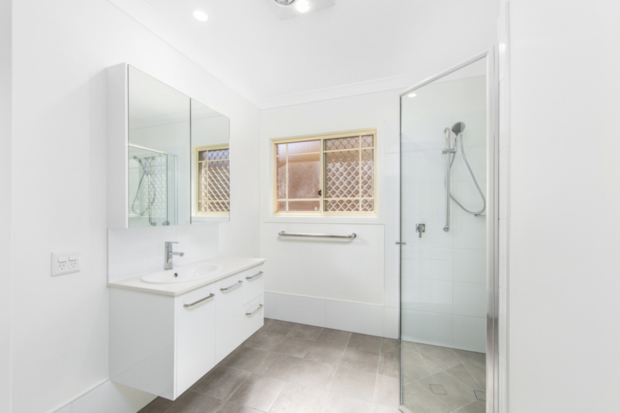 Sunny Two Bedroom, full refurbishment