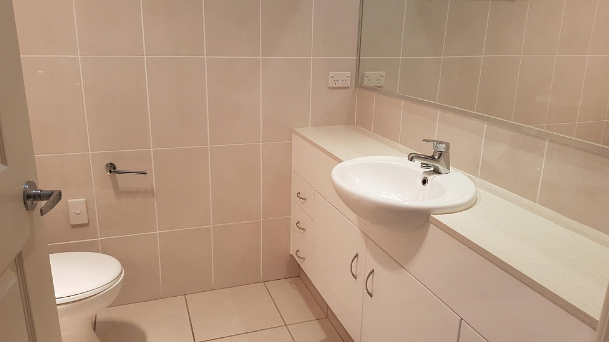 Large 2 bed plus study within Palm Lake Resort Eagleby