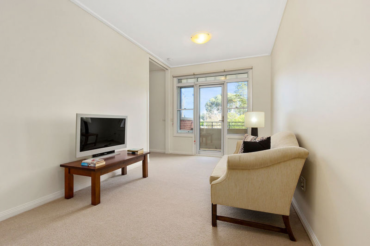 Light and bright, first floor apartment in prime location