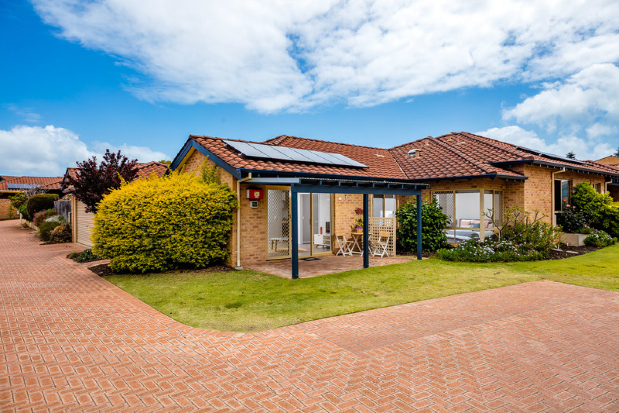 Retirement living at its best. Great location, modern villa situated close to all the required services and facilities