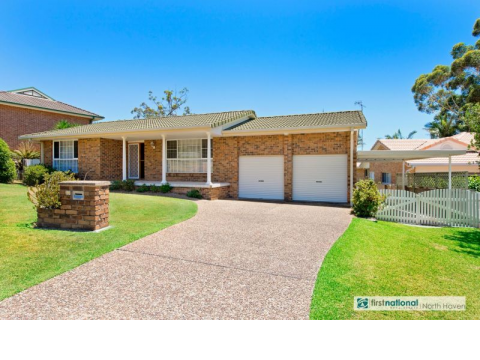 EXCEPTIONAL WATERVIEW HEIGHTS FAMILY HOME