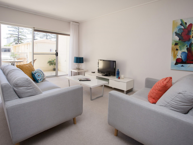 Fabulous 2  bedroom apartment in the heart of Glenelg!