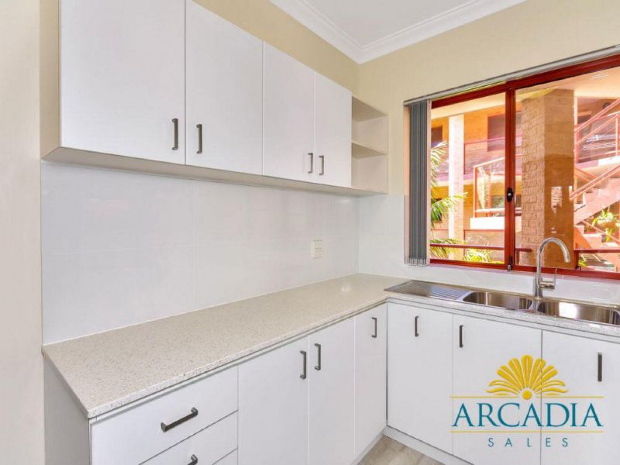 ARCADIA WATERS BICTON - New Stone Benchtops & Ready To Move In...