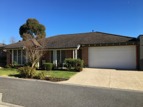 Sought after Peninsula style villa, east facing, with lovely low maintenance courtyard and large pergola for enjoying entertaining with your friends a