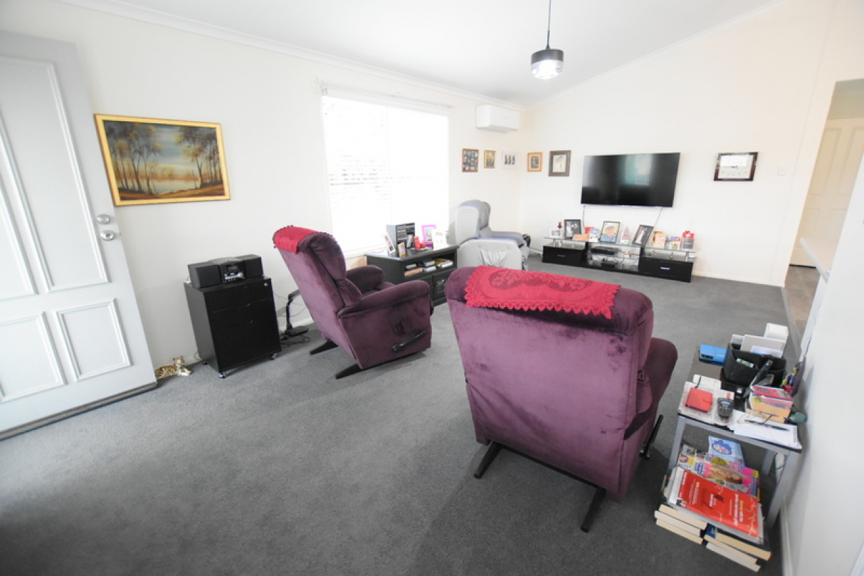 Beautifully presented, well maintained 2 bedrooms home in highly sought private cul-de-sac location