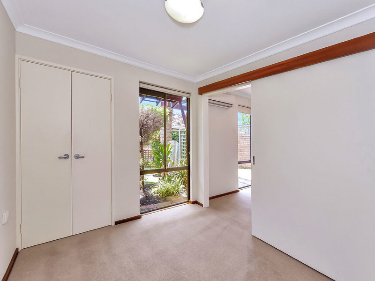 Light and bright ground floor villa