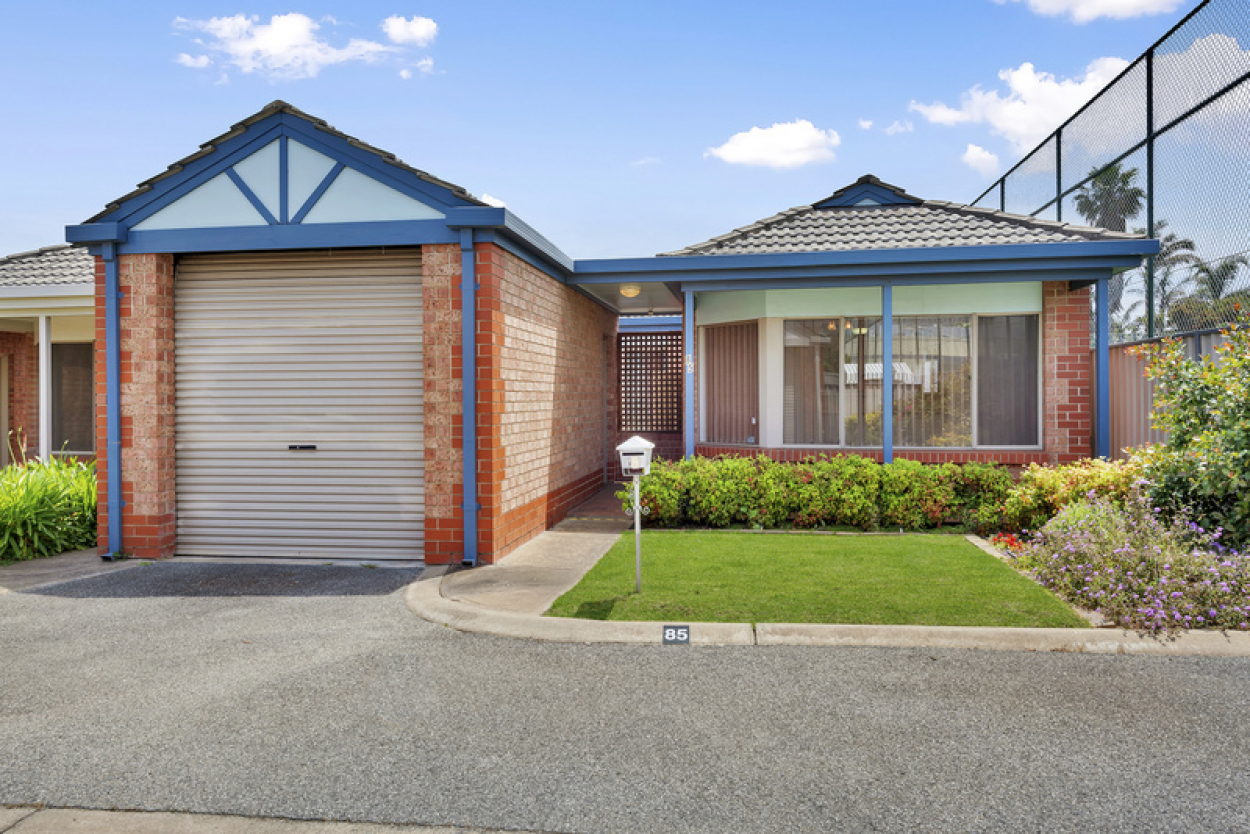 Lovely freestanding unit with north facing backyard located on the village boundary