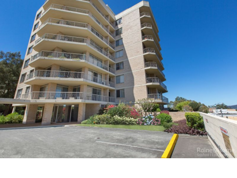 CBD Apartment Close to Waterfront and Leagues Club