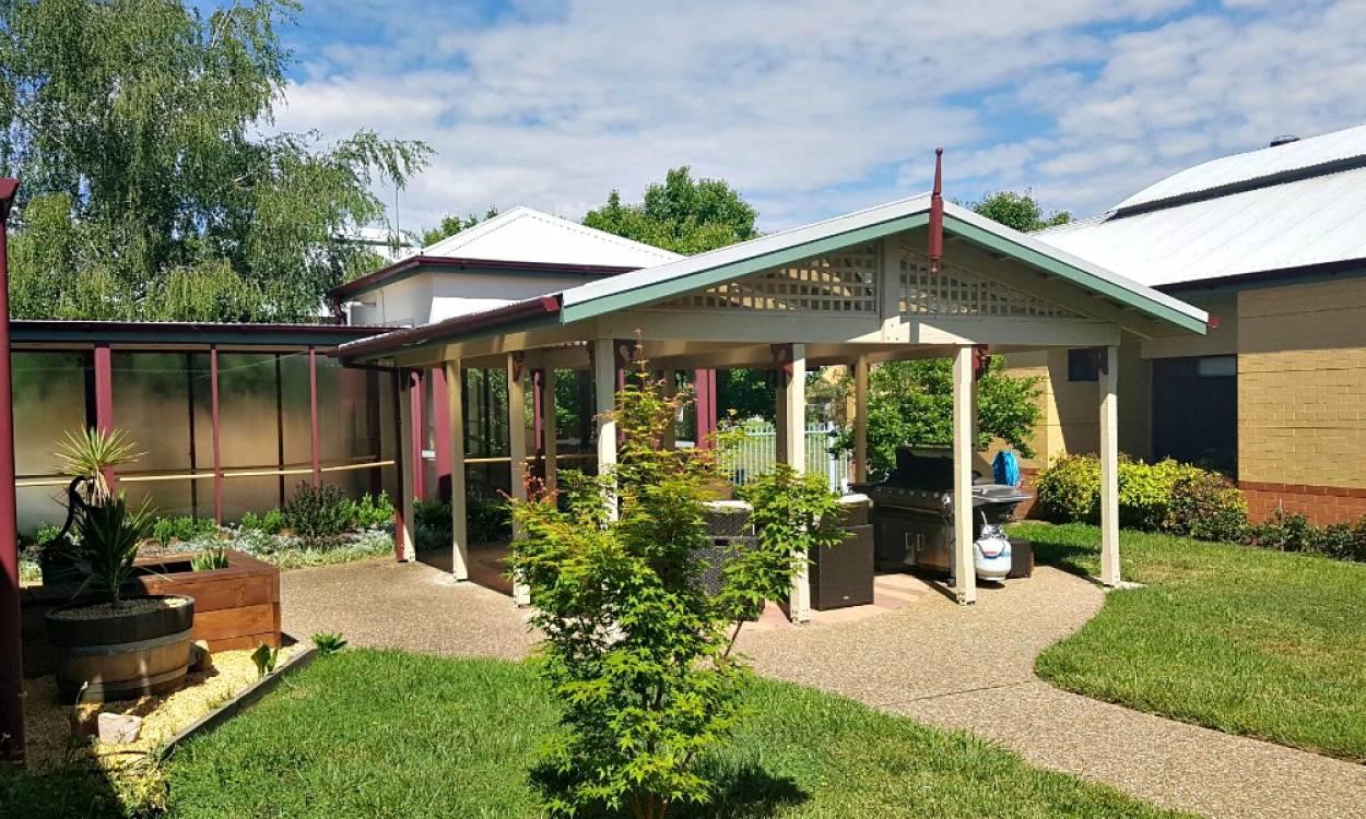 Bill McKenzie Gardens