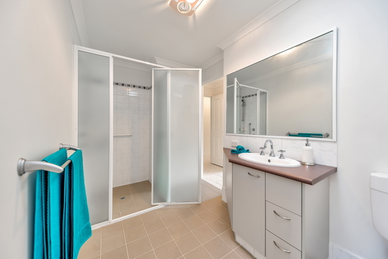 Enjoy open plan living in this beautiful home. Boasting a new kitchen benchtop and enclosed patio.