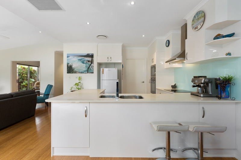 TWEED RIVER Absolute Waterfront - single level villa