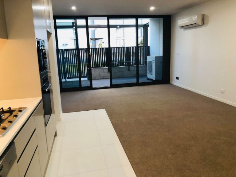 STUNNING PODIUM LEVEL 1 BEDROOM APARTMENT WITH COURTYARD