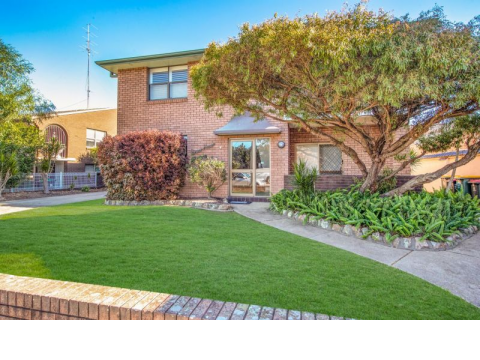 Superbly Renovated 2-Bedder in Prized Cooks Hill Street