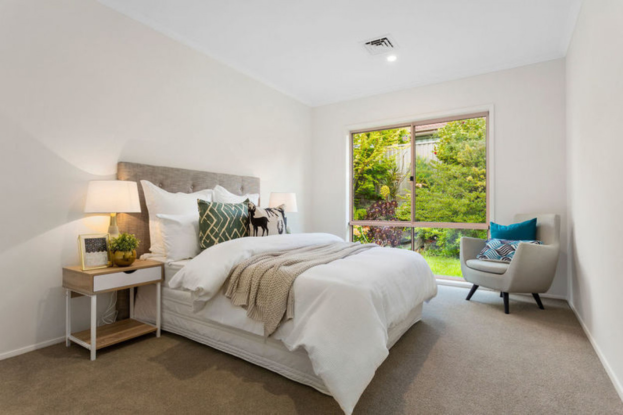 Beautiful unit with open plan living and a private courtyard