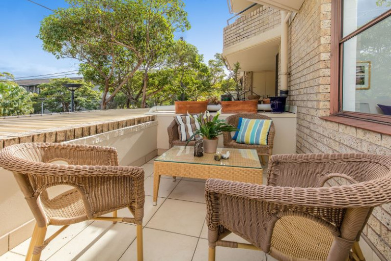Sunny Serviced One Bedroom Apartment with Large Balcony