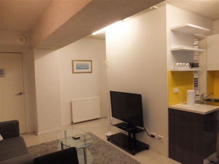 Inner City 1 bedroom self contained ground floor apartment