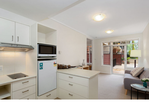 Beautifully presented, light filled apartment overlooking the bowling green.