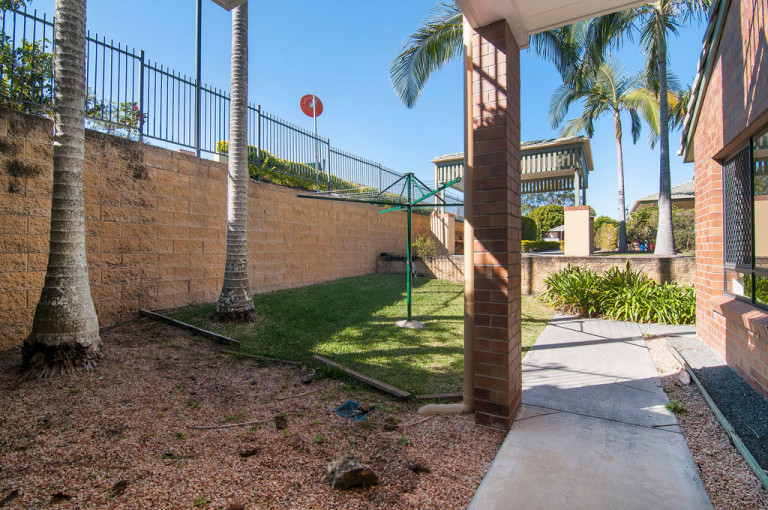 Distinctive 3 bedroom unit with sunroom to make the most of the QLD climate - Carrington 22