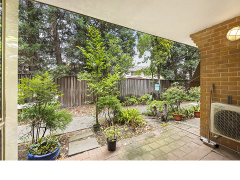 Wonderfully Private One Bedroom Garden Unit