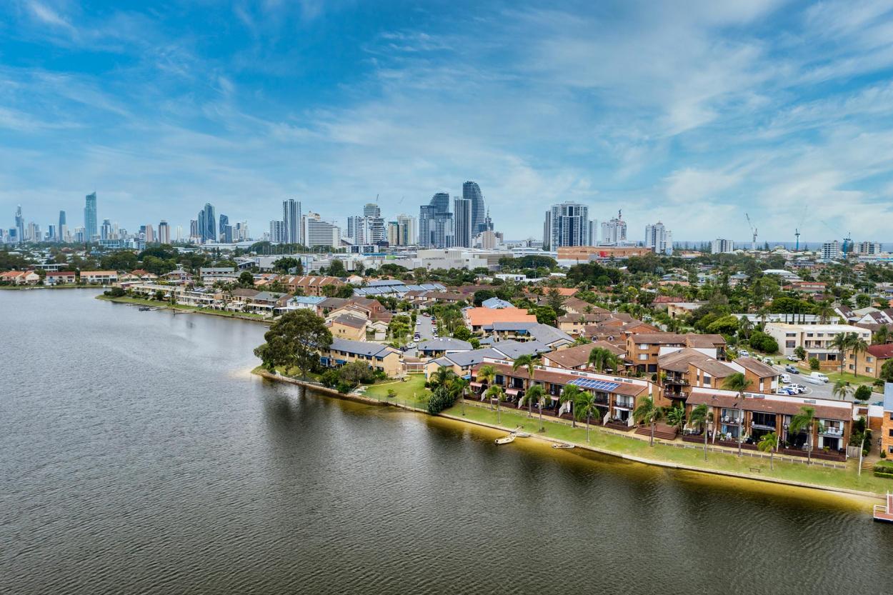 Lakeside Village - A private, lakeside Gold Coast lifestyle