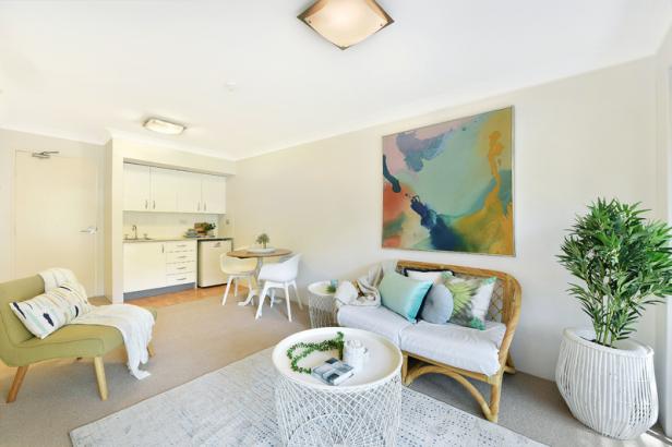 Light & bright first floor serviced apartment