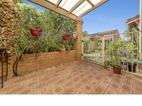 Lovely light and bright modern two bedroom villa, close to the village amenities. Priced to Sell!