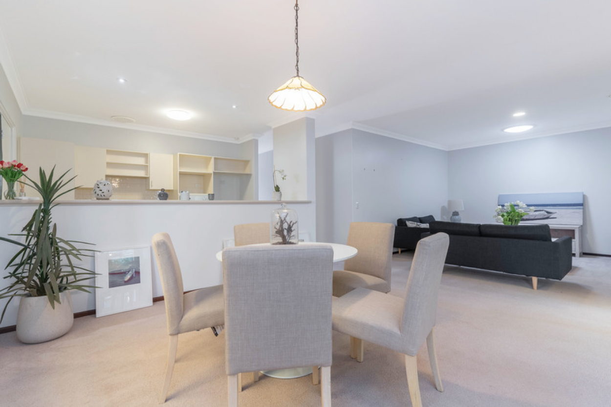 Beautifully presented home with Oasis style garden and fresh neutral décor throughout.
