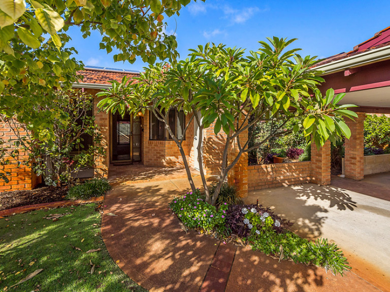 This well presented villa is located in a great position and ticks all the right boxes