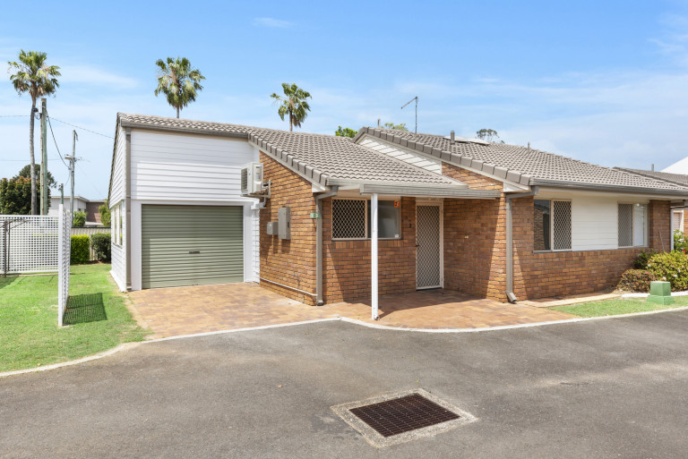 Easy walk to main shopping area - Fernhill 3