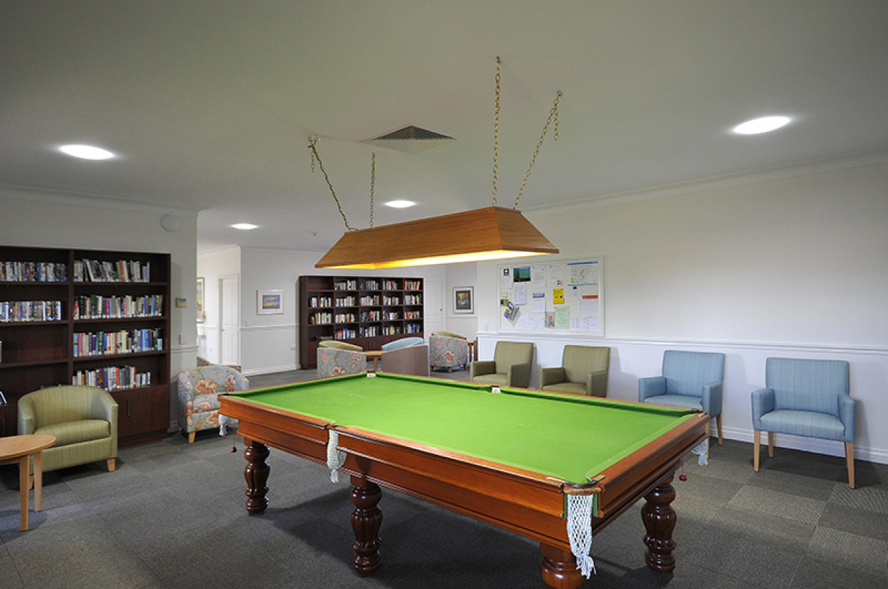 Newly refurbished – west-facing unit in a quiet cul de sac