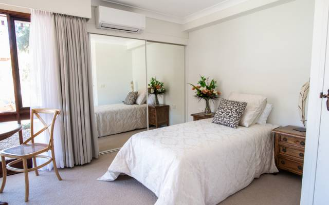 Bright and sunny serviced apartment in perfect location