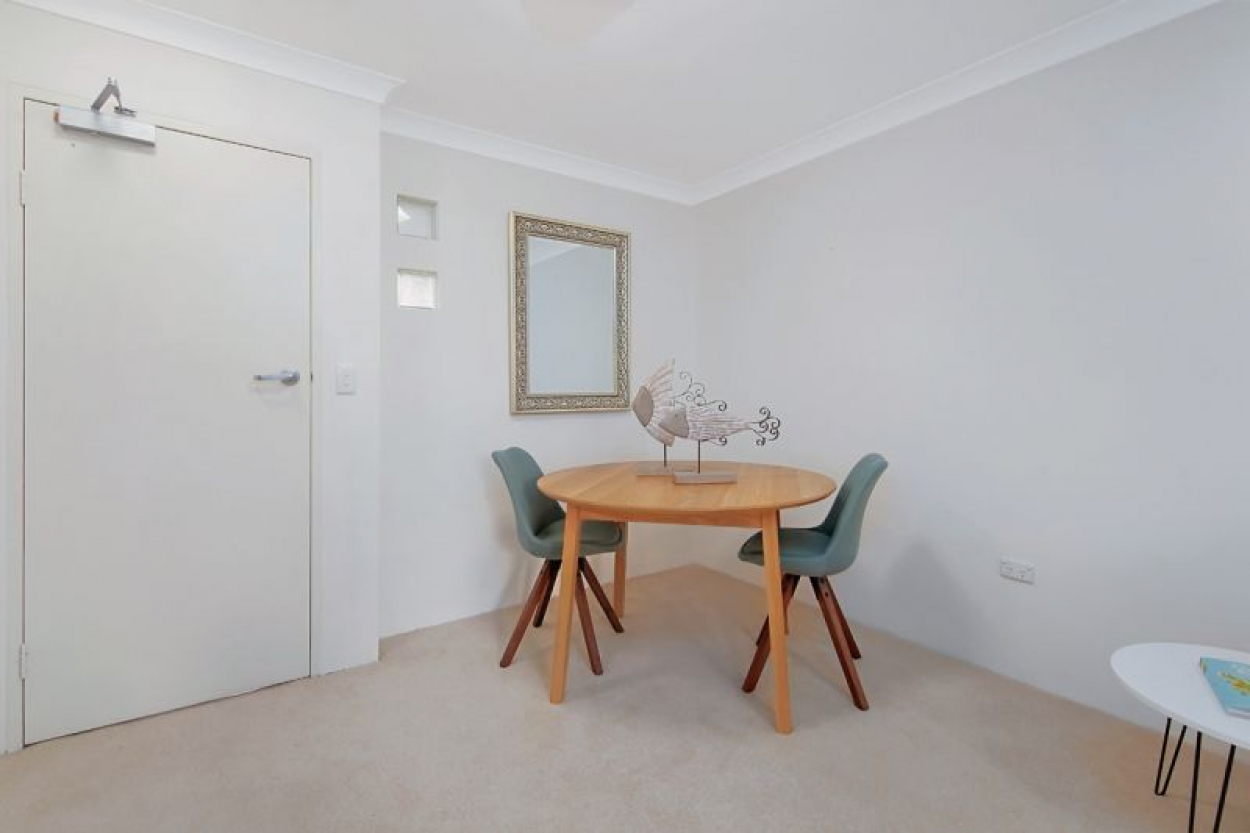 EXCELLENT FULLY RENOVATED GROUND FLOOR APARTMENT WITH THE POPULAR EASTERLY ASPECT