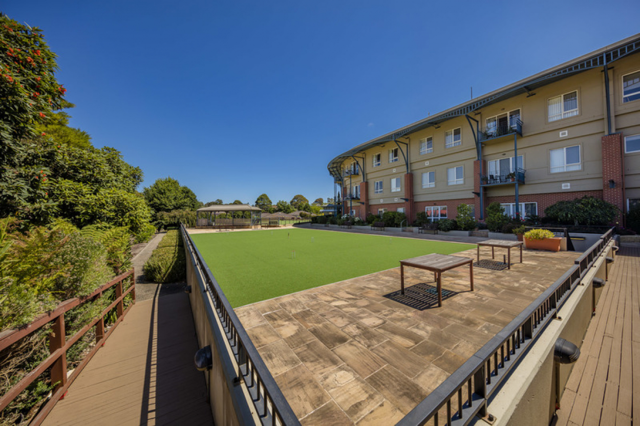 Sparkling apartment with views to the Dandenong ranges