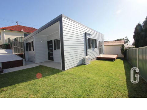 Modern Two Bedroom Home With Parking