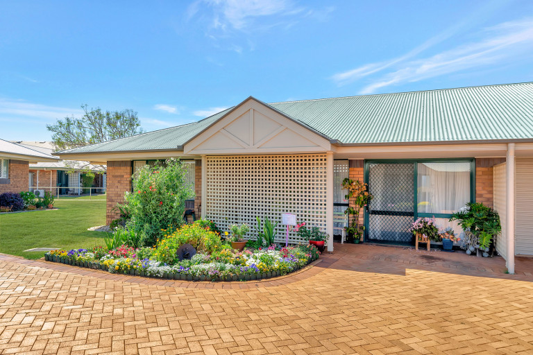 Pretty gardens and lots of living space - Westhaven 63