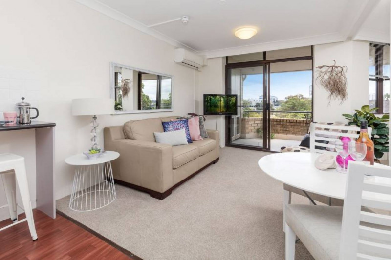 Serviced Apartment Offering Sunny & Bright Outlook