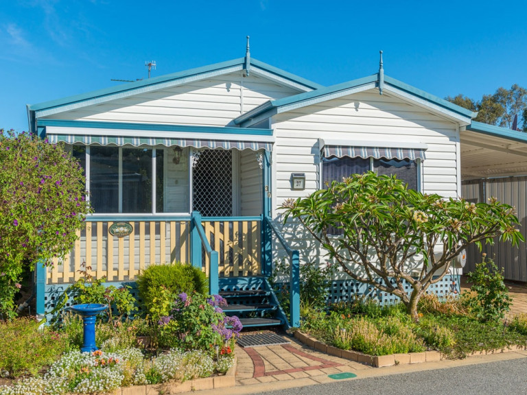 Comfortable and Spacious 3 Bedroom Open Plan Home at Mandurah Gardens Estate