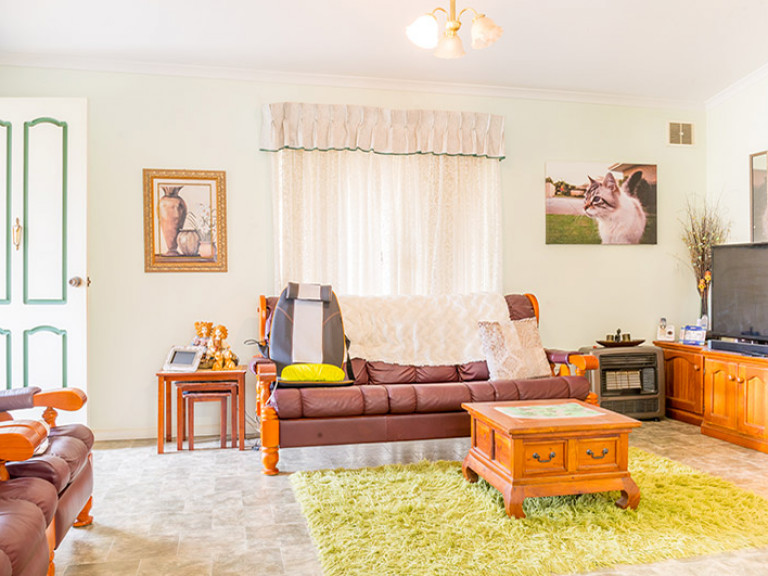 Comfortable 3 Bedroom Home With Parkland Outlook at Mandurah Gardens Estate