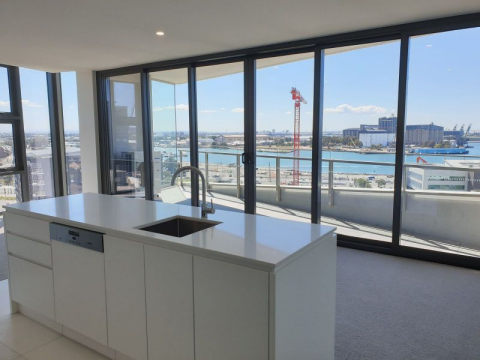 BRAND NEW APARTMENT – SPECTACULAR DISTRICT AND WATER VIEWS