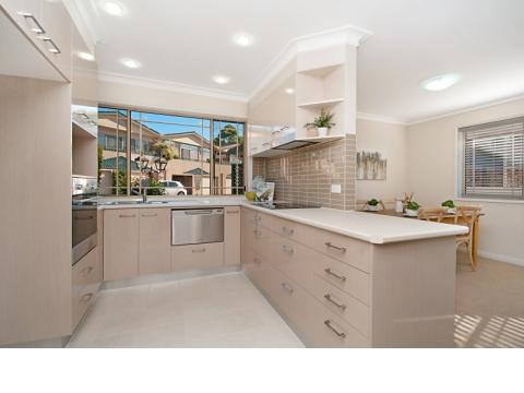 Appealing villa with lovely sunny balcony