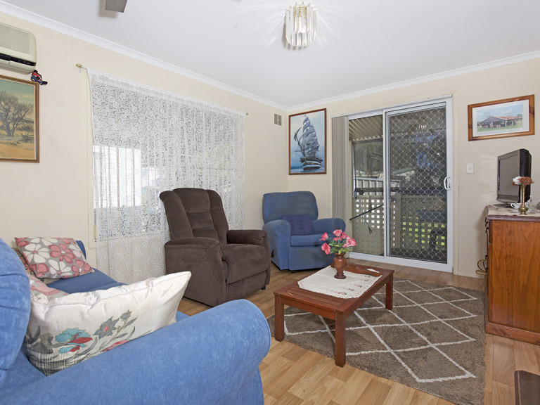 Beautifully Presented 2 Bedroom Home With Bay Window and Air-Conditioning at Mandurah Gardens Estate