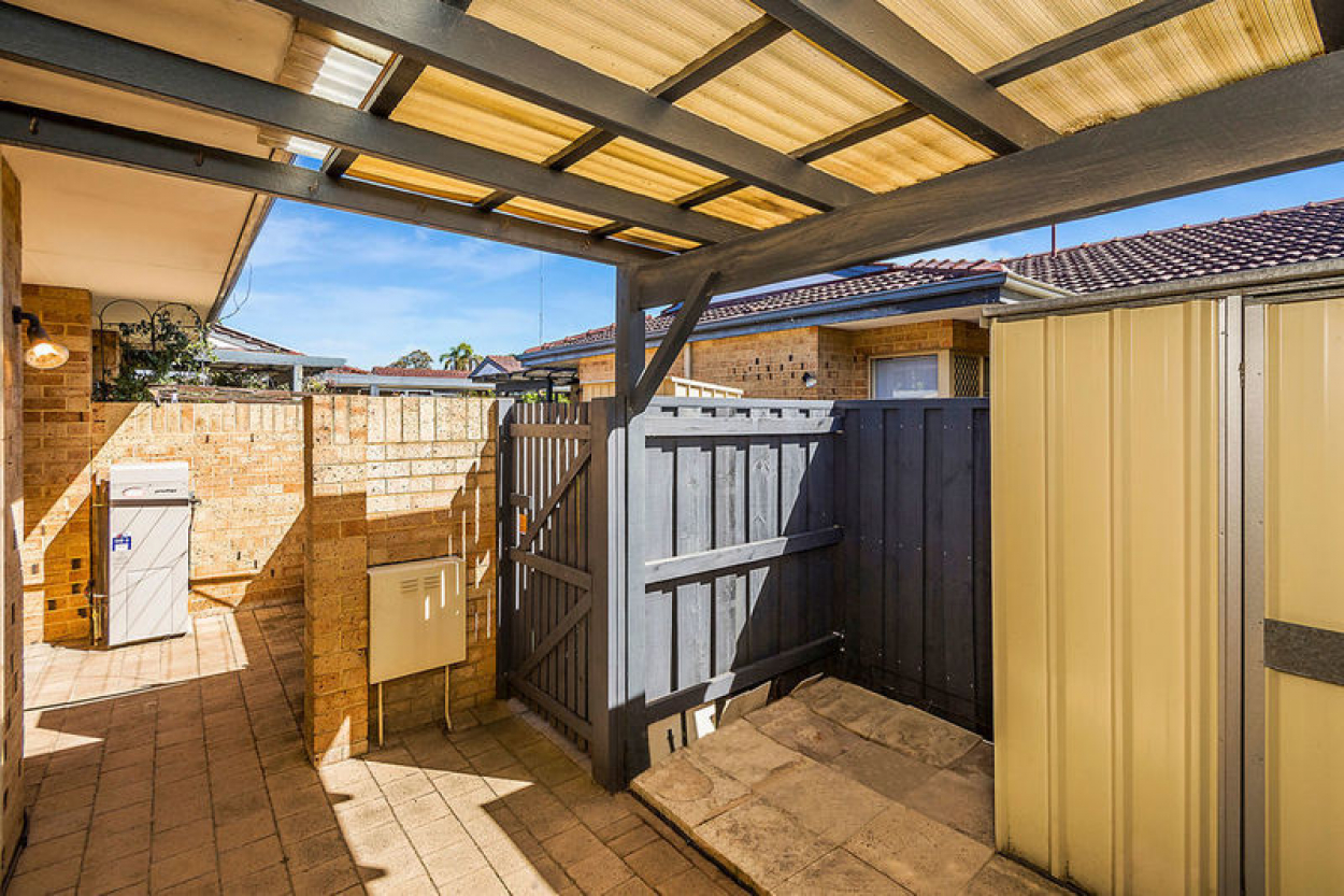 33 Lakeside Gardens - Cosy unit close to all the wonderful village amenities and ready to move into now!